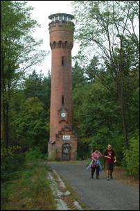 Wybudowana w 1902 r. w lesie niedaleko Wilkanowa, tzw. Wieża Bismarcka, obecnie punkt obserwacyjny