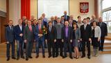 Zdjęcie grupowe członków rady i zaproszonych gości